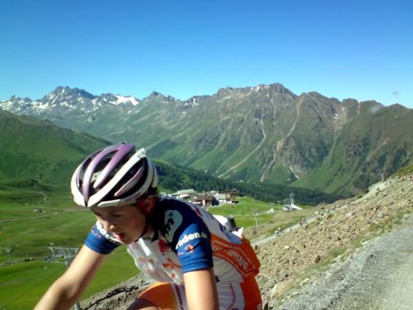 Ein kleiner Eindruck von der herrlichen Alpensilouette über Ischgl - nur unterbrochen durch das Keuchen der Fahrer.